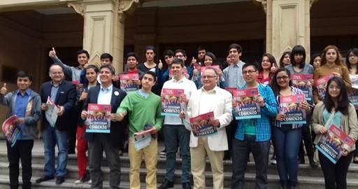 Para web Ministro Díaz con estudiantes con gratuidad 1